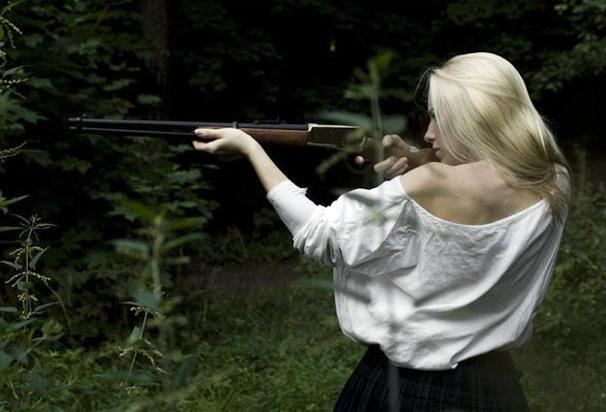 blondinka-i-gun1