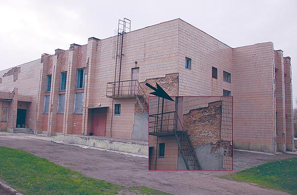 На ремонт этого клуба, якобы, потрачено 300 тысяч гривен