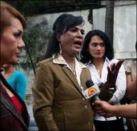 baraka-obamu-nyanchil-indoneziyskiy-transvestit_1