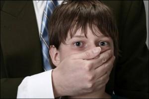 Отставной мент развращал малолеток