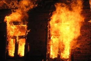 В Запорожье сотрудники ГСЧС спасли человека при пожаре