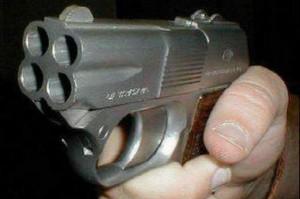Трехлетний мальчик выстрелил себе в грудь из отцовского пистолета