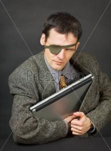 У запорожанки украли ноутбук в офисе