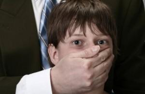 Осуждена мать ребенка, помогавшая педофилу насиловать ее сына