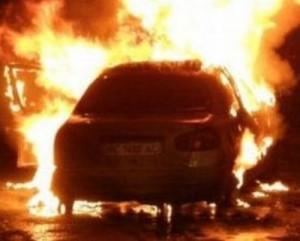 В Херсоне сгорели автомобили и едва не погиб мальчик