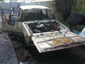 Двухлетний ребенок спалил автомобиль