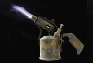 В Киевской области парня пытали паяльной лампой