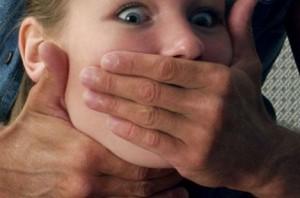 На Днепропетровщине девушку изнасиловали на остановке
