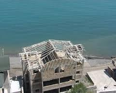 В Крыму бизнесмена заставляют снести трехэтажный дом