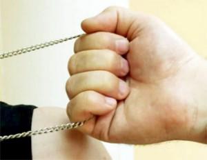 В Запорожье на Набережной ограбили девушку