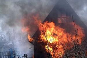 В Мелитополе сгорел дом, но хозяина спасли