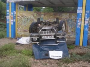 В Крыму автомобиль врезался в остановку. Есть жертвы