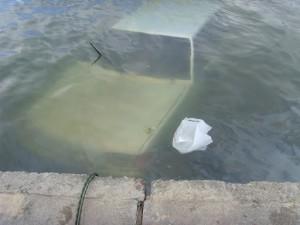 В Крыму автомобиль сорвался в воду, водитель и пассажир погибли