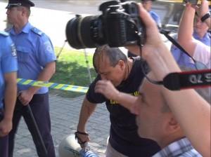 Участников незаконного пикета, требовавших разогнать милицию от гнева запорожцев спасла... милиция
