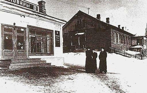 На следственном эксперименте в Рублёво. В центре – обвиняемый В. Лукин