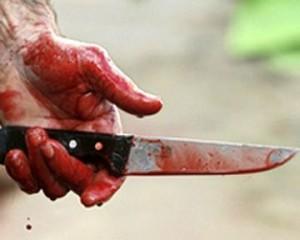В Запорожье псих изрезал ножом дочь и пытался покончить с собой