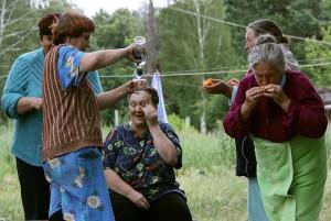 В Донецкой области две девочки тонули, пока их мамаши баловались водкой на берегу