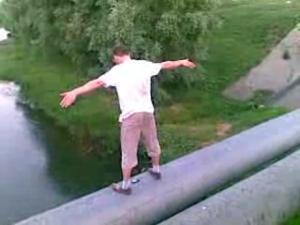 Смертельное пари в Запорожье: двое мужчин прыгнули с моста