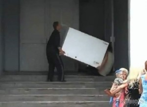 В Запорожье злодей похитил холодильник