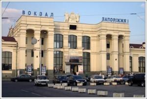 В Запорожье сошли с рельс несколько вагонов пассажирского поезда