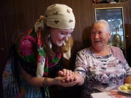 """В Запорожье старушке """"нагадали"""" на 65 000 гривен"""
