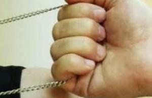 В Запорожье поймали грабителя золотых цепочек