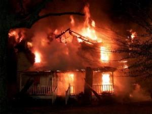 В Бердянске загорелся двухэтажный дом
