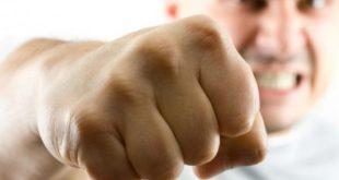 В Бердянске кулаками муж уложил экс-супругу в больницу