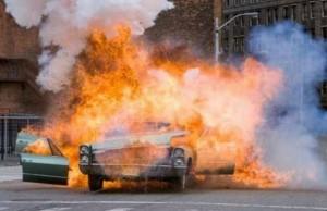 Пьяный мужик взорвал свой автомобиль, чтобы попасть в комедийное телешоу