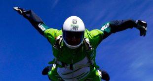 Экстремал прыгнул с высоты 7,6 км без парашюта