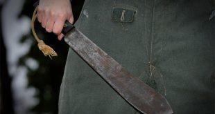 Опознали напавшего с мачете на полицейских в Бельгии