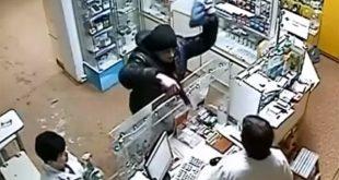 Грабитель аптеки отстреливался от полицейских