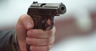 Нарушитель ПДД отобрал у полицейского пистолет и застрелил его